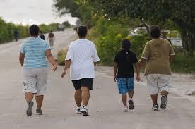 Типичные габариты жителей Науру, маленького островного государства в Тихом Океане. Науру занимает